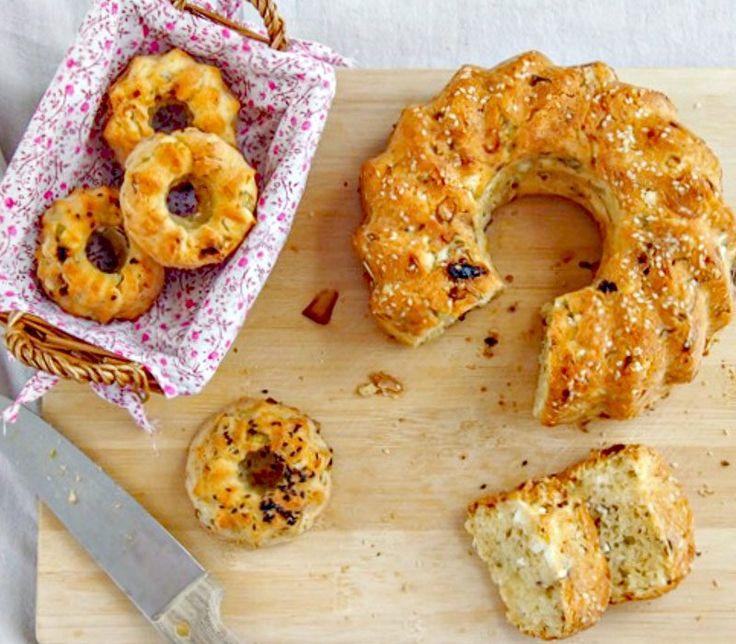 κέικ με γραβιέρα για να ξεκινήσεις την ημέρα σου με κάτι αλμυρό που θα σου δώσε ενέργεια και γεύση. Ιδανικό για να συνοδεύσεις τον κυφέ σου, αλλά και να...