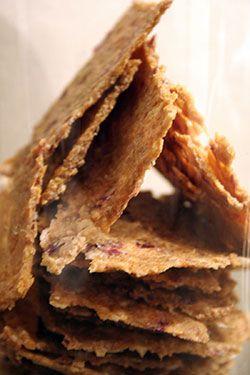 Ce pain est légendaire parmi les amateurs de l'alimentation vivante. À essayer en sandwich, hamburger, pizza, canapé...