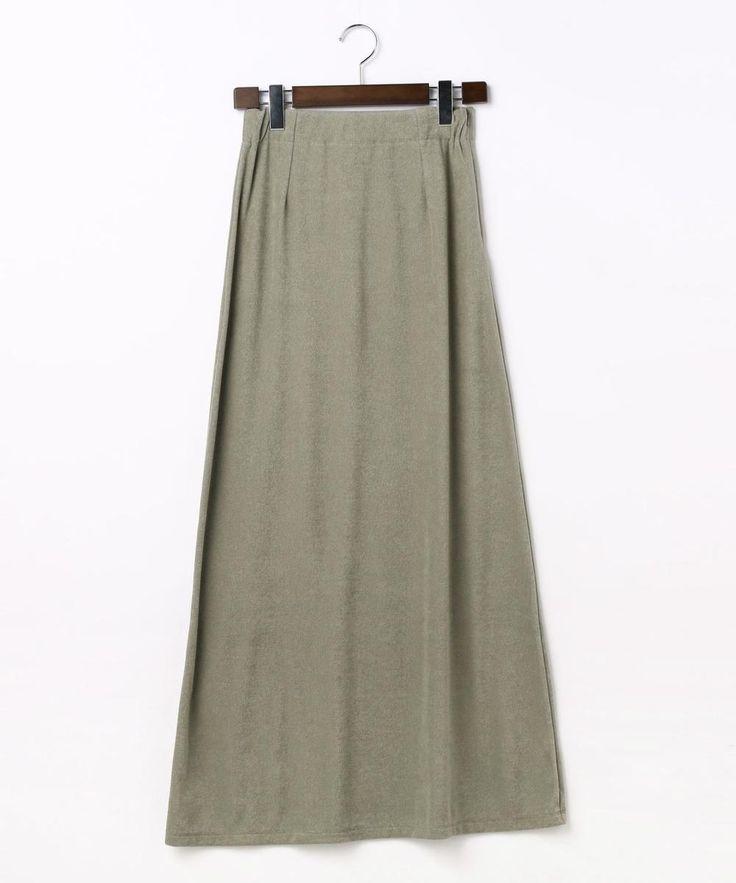 """L'AVENTURE martinique パイルロングスカート ¥15,120 品番A0378US771 素材:コットン76%ポリエステル24% カジュアルなパイル素材でも薄手で落ち感があるものを選び女性らしいシルエットのデザインに仕上げたロングスカート。ニュアンスカラーでカジュアル見えしすぎず様々なシーンで使えます。またご自宅でかんたんに取り扱えるのも魅力の一つです。 【L'AVENTURE martinique】見知らぬ地を訪れた時に感じるかけがえのない魅力や好奇心を刺激する景色は人の心を解きほぐし、五感が研ぎ澄ぎすまされ日常では得られないイマジネーションが膨らむ。  """"L'AVENTURE""""はフランス語で""""冒険""""を意味する言葉。 日々の喧騒から抜け出したバカンスに必要なリラックス気分を演出するウェアや 飛行機を降り立ち旅先からビジネスシーンに切り替わる 心地よい緊張感のあるモダンなアイテムなど新たな出合いを与えてくれるコレクション。 自然体でいながら女性らしいノンシャランなスタイルを提案します。"""