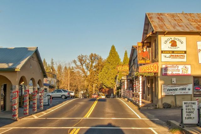 A guide to the hotels in Groveland and along Highway 120 near Yosemite National Park