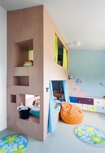 Nice Z Velkého Dětského Pokoje V Patře Budou Brzy Dva. Nábytek Z Lamina Vyrobili  V Truhlářství