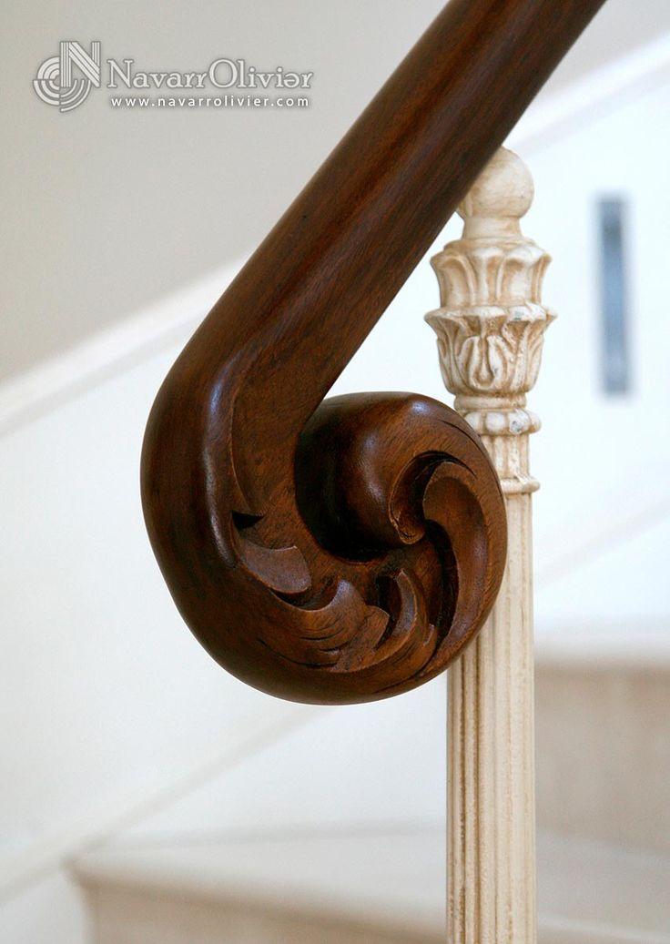 Arranque de pasamanos curvo, tallado a mano en madera de iroko by NavarrOlivier  #pasamanos #iroko #talla #ebanosteria #decoracion #diseño #escalera #carpinteria #navarrolivier
