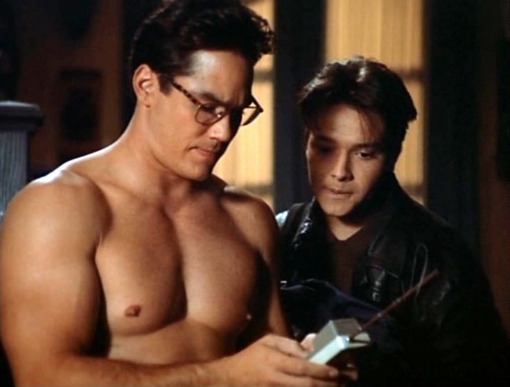 Dean Cain back on L as Clark Kent