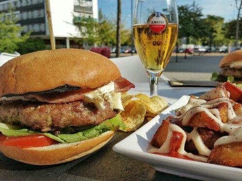 Bon profit  Hamburguesa de ternera con queso de cabra   #Burger #BurgerLovers #BurgerGourmet #restaurant #Food #Foodie #Foodies #FoodiesBCN #BarcelonaFoodies #FoodLovers #ElsGolafres #LosGlotones #FoodPic #FoodPhotography #FoodMoments #GastroAdictos #GastroLovers #GastroVictims #Gastronomía #Gastronomy #InstaGood #InstaFood #Octubre2015