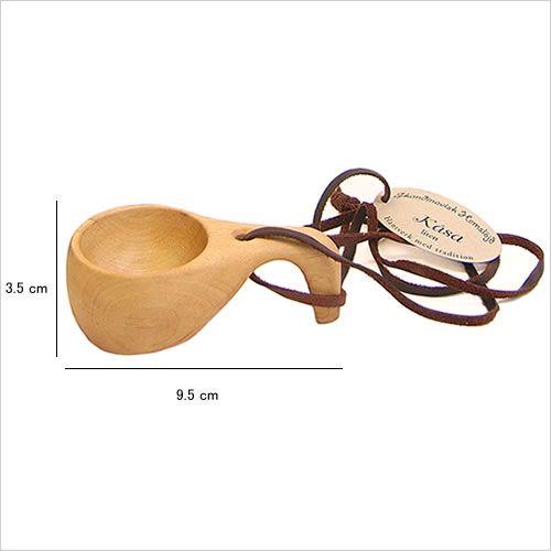 北欧の伝統的な木製のマグコップ、ククサ。贈られた人は幸せになると昔から言い伝えがあるそうです。