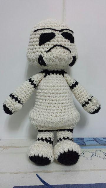 Patrón amigurumi gratis de stormtrooper de Star Wars. Espero que os guste tanto como a mi! Idioma: Español Visto en la red y colgado en mi pagina: http://t