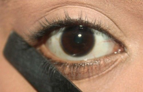 How to Create Perfect Winged Eyeliner with a Spoon
