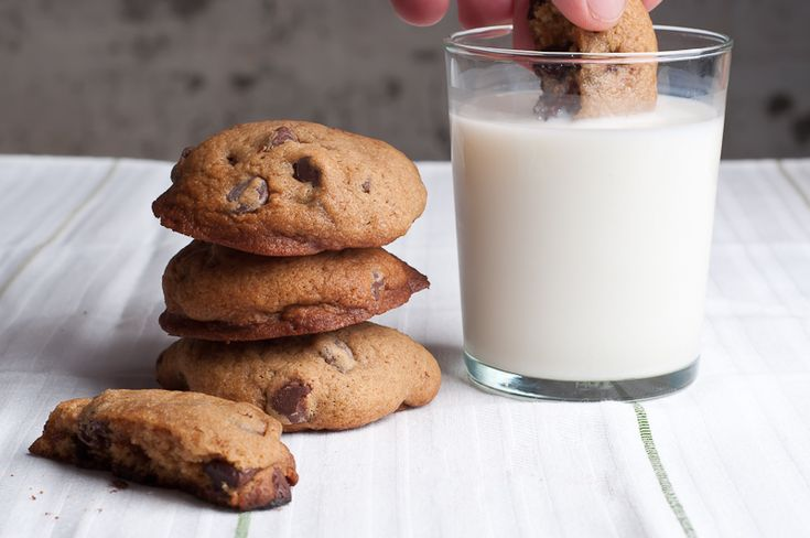 thick and cakey chocolate chip cookies