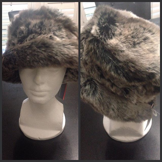 #winteriscoming !! Are you ready? This beautiful #parkhurst #fauxfur #hat is on sale for $36 & #freeshipping shipping and it's gorgeous! #hats #hatlover #fall #winter #haircovering #nationwideshipping #parkhursthats #classy #elegant #bboutiquedallas #texas #philadelphia #NYC #newjersey #wintermood #letitsnow