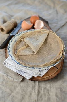 La chandeleur approchant je me suis dit que ce serait une belle occasion de partager une recette de galette bretonne à la farine de sarrasin.