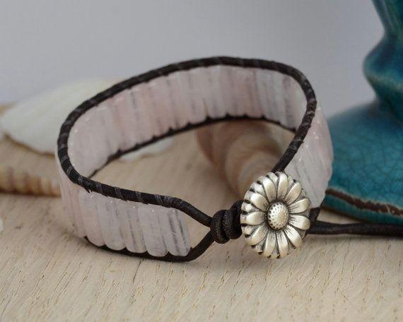 Pale pink daisy button bracelet. Pillar bead cuff by SinonaDesign, €22.00