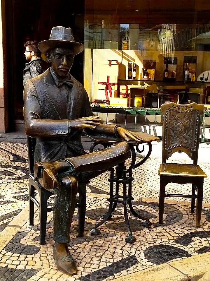 """FERNANDO PESSOA - Foi um Poeta, Filósofo e Escritor, sendo considerado um dos maiores poetas da Língua Portuguesa. A estátua, existente na esplanada do Chiado, já se tornou num ícone turístico, motivo de romaria tanto para os locais como para os forasteiros. Fernando Pessoa is one of the greatest poets in the Portuguese language. The statue in front of the Café """"A Brasileira"""", in Chiado, has become a tourist icon, a site of """"pilgrimage"""" for both locals and foreigners.   PORTUGAL - CULTURE"""
