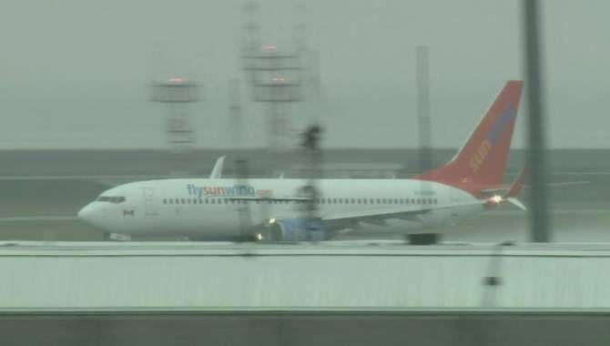 Un pilota ubriaco nella cabina di guida è stato arrestato poco prima del decollo in Canada. Due ore dopo il suo arresto, è stato trovato più di tre volte il