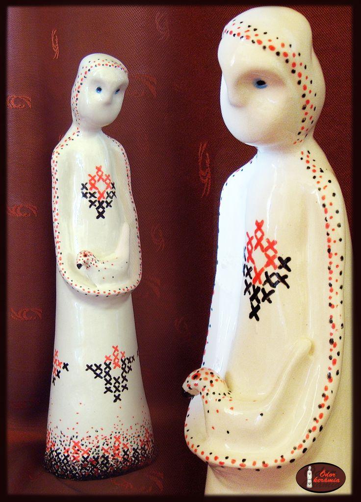 Hungarian folk motives ceramics  - MADÁRKA ( mázazott westerwaldi fehér agyag kerámia szobor, porcelán festéssel - keresztöltéses motívumokkal - dekorálva)