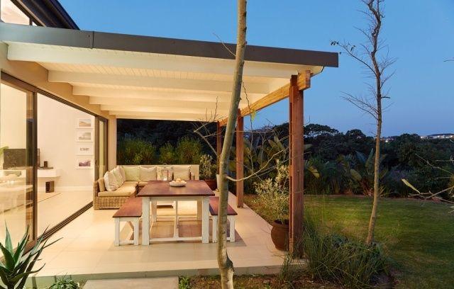 Terrassenüberdachung ideen holz weiß esstisch sitzbank
