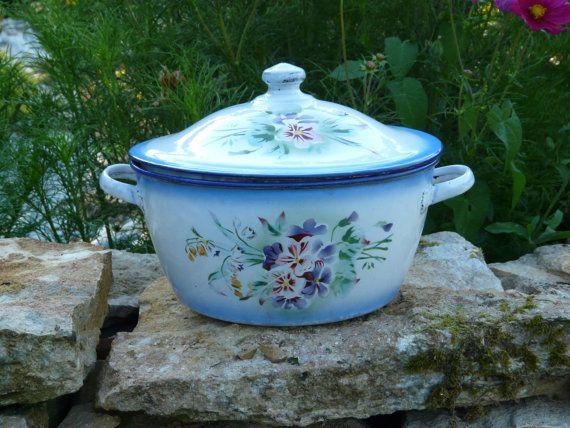 VINTAGES Français soupière - Shabby Chic roses & mauve fleurs des années 1920 - Français Country Cottage cuisine - Pot bleu d'émail