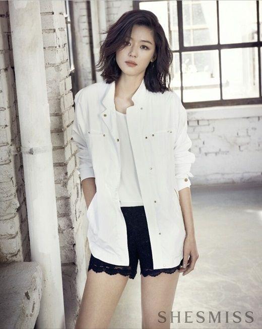 チョン・ジヒョン、未使用カットでも完璧な美貌&美脚…どんな姿も美しい春の女神 - ENTERTAINMENT - 韓流・韓国芸能ニュースはKstyle