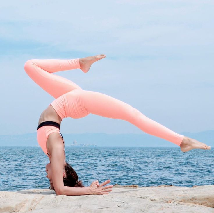 Bend like Kennetta Loretto in our practice-perfect Solid Airbrush Leggings #aloy...