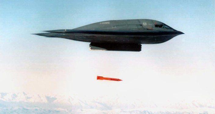 EEUU prueba con éxito dos bombas con capacidad nuclear modernizadas  Más: https://mundo.sputniknews.com/fuerzasarmadas/201610101064020682-halcones-guerra-rusia-eeuu-otan/