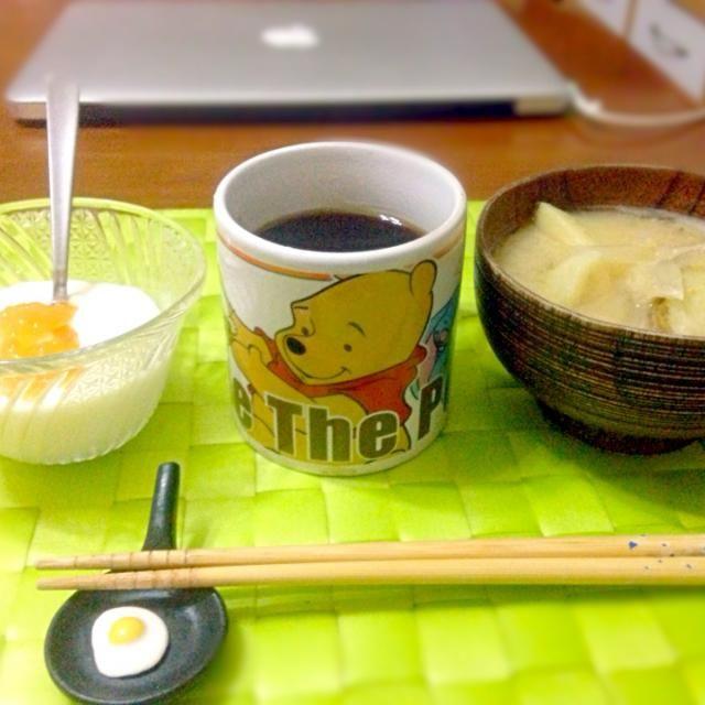 今朝の自宅モーニング☕︎ - 21件のもぐもぐ - じゃが芋の味噌汁&オレンジヨーグルト☕︎ by マニラ男