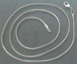 ± 55 cm lang en 1,5 mm. dik.Silver Plated.