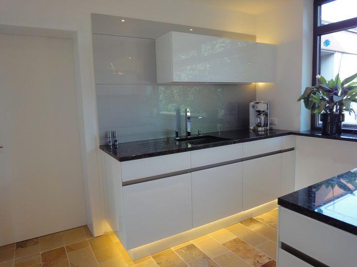 Das richtige Licht sorgt für Gemütlichkeit in der stilvollen Küche von krumhuber.design http://krumhuber-design.at/design/kueche