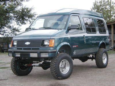 """4x4 Chevy Astro Van with 33"""" tires"""