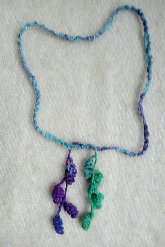 Long crochet necklace. He encontrado este interesante anuncio de Etsy en https://www.etsy.com/es/listing/584242351/collar-ganchillo-largo