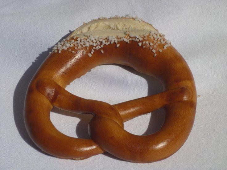 #brezeln, i #panini bianchi a forma di anello. Sono un prodotto tipico bavarese