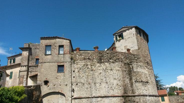 Walking in Sarzana.  #ohmyguide #travel #sarzana #liguria #trip #tourofitaly #italy #italian
