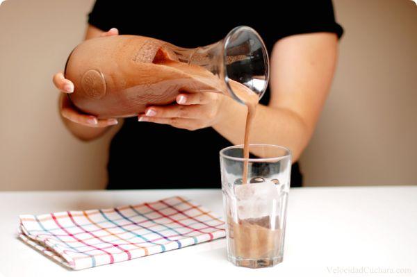 Batido de chocolate estilo Cacaolat 40gr de cacao puro en polvo (sin azúcar) 200gr de cubitos de hielo 60gr de azúcar 200gr de leche evaporada 100gr de leche