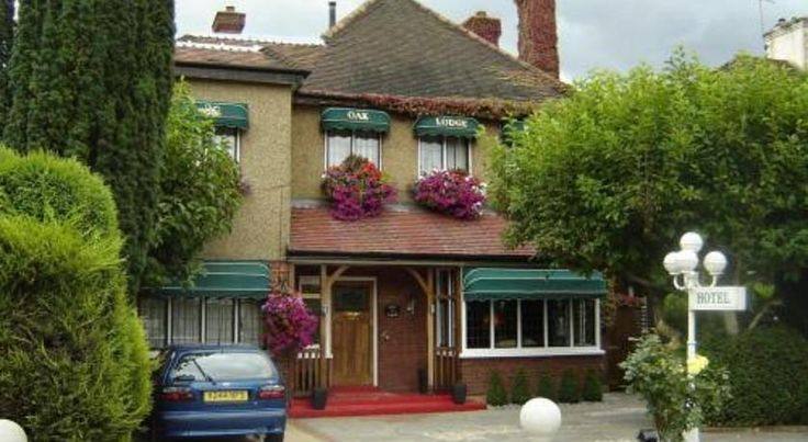 The Oak Lodge Enfield Just outside Enfield town and a 10-minute drive from the M25, Oak Lodge Hotel has free internet access, free parking and easy access to Central London.