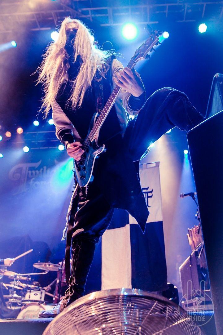 Twilight Force ⚫ Photo by Roger Holliger ⚫ Pratteln 2017 ⚫ #TwilightForce #Aerendir #elf #woodelf #guitar #guitarist #larp #elvenears #music #metal #concert #gig #musician #band #artist #celebrity #Sweden #Swedish #Powermetal #dragon #live #concertphotography #Nuclearblast #トワイライトフォース