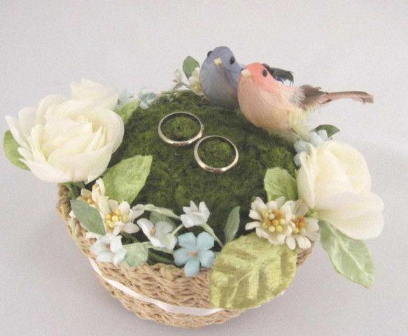 友人の結婚式で、新婦が作ったというリングピローがとっても可愛かったので、ちょっとアレンジして作ってみました♪かわいい小鳥の愛の巣です(#^.^#)サイズ 15...|ハンドメイド、手作り、手仕事品の通販・販売・購入ならCreema。