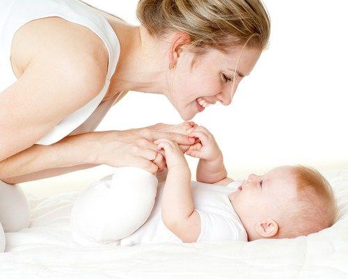 Cei mici devin centru atenției noastre. Vrem să le oferim tot ce e mai bun și să ii ferim de orice durere. Împotriva colicilor Organik recomandă uleiul calmant colici pentru burtica bebelusului - Weleda: http://www.organik.ro/mama-si-copilul/sarcina-si-alaptare/ulei-calmant-colici-pentru-burtica-bebelusului-weleda #colici #bebeluși #organik