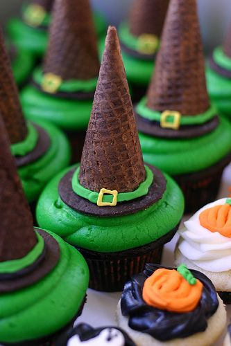 Witch hat cupcakes...Halloween: Hats, Halloween Parties, Witch Hats, Hats Cupcake, Halloween Witch, Witches, Halloween Cupcakes, Halloween Treats, Ice Cream Cones