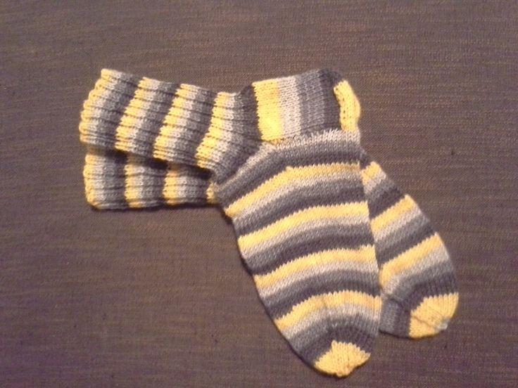 Mä tein sen! Ensimmäiset villasukat ihan ite tehty, edellisistä on aikaa 20 vuotta, ja niistäkin mummu teki suurimman osan <3