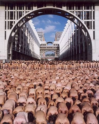 Find out more about Spencer Tunick's aim to create a piece of art in which everyone feels comfortable in their own skin...