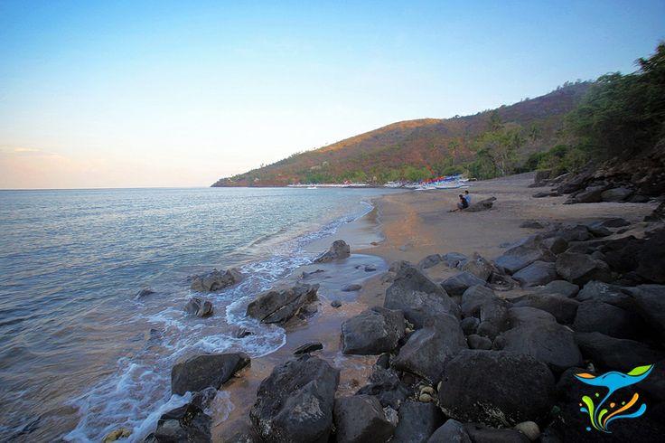 Pantai Lean adalah pantai snorkeling yang berada di ujung timur Bali, kabupaten Karangasem. Suasananya masih sepi, hanya beberapa turis yang menikmati snorkeling dan wisata pantai. More info: http://fantasticbali.com/tempat-wisata/pantai-lean.htm