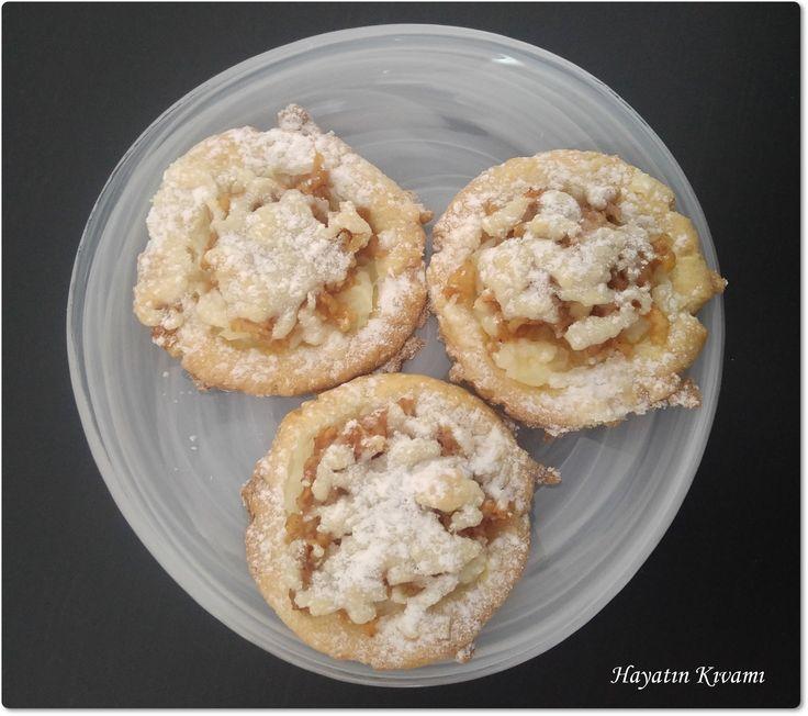Elmalı Mini Tartlar enfes lezzeti ile herkese hitap ediyor. Elmalarla tartın arasında lezzeti arttıran krema sürprizi ile harika: http://hayatinkivami.blogspot.com.tr/2017/07/elmali-mini-tart.html