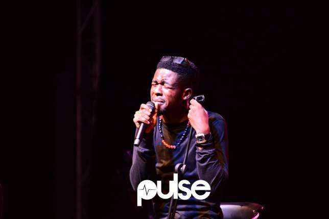 Singer's performance at concert was nothing short of spectacular   The 'Super sun' act showed the audience what it means to rock and own a stage with his commanding performance. Bez Idakula held his 'Bez live' concert on the eve of Christmas December 24 2016 at Muri Okunola park Victoria Island Lagos.  Sir Dauda kicked off the show performing an array of his songs including 'Kalakuta' his latest single out.  Then Johnny Drille gave a resounding performance with 'My beautiful love' moving the…