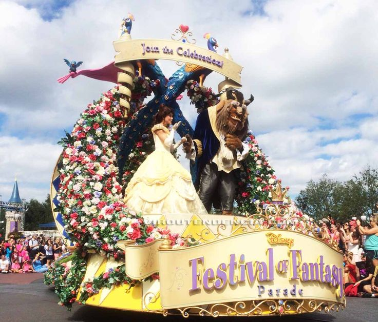 Parada Disney World Parque Magic Kingdom.  Melhores Brinquedos dos Parques da Disney - Dicas de Viagem.  Veja mais em: http://viroutendencia.com/tag/melhores-brinquedos-disney/