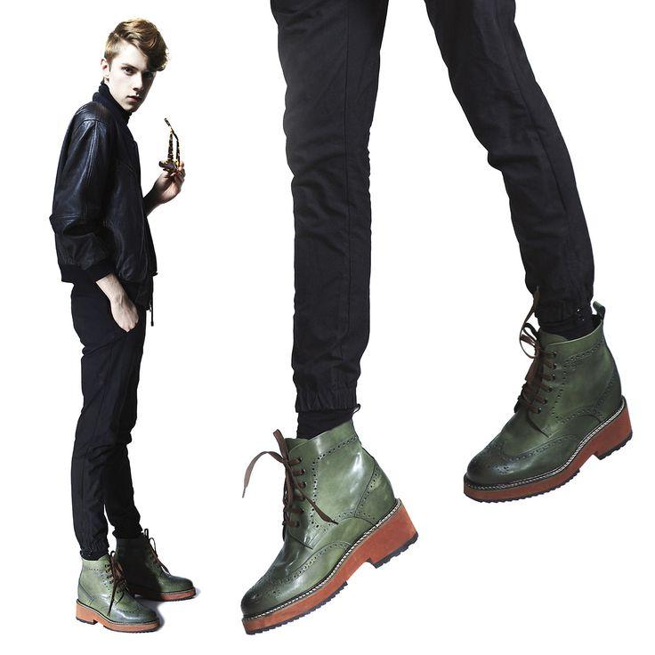 Stivale modello Melbourne disponibile con rialzo da 10 - 11 o 12,5 centimetri su  http://www.guidomaggi.it/collezione-lusso/stivali-da-12cm/melbourne-detail#.VD6QPGd_uSo