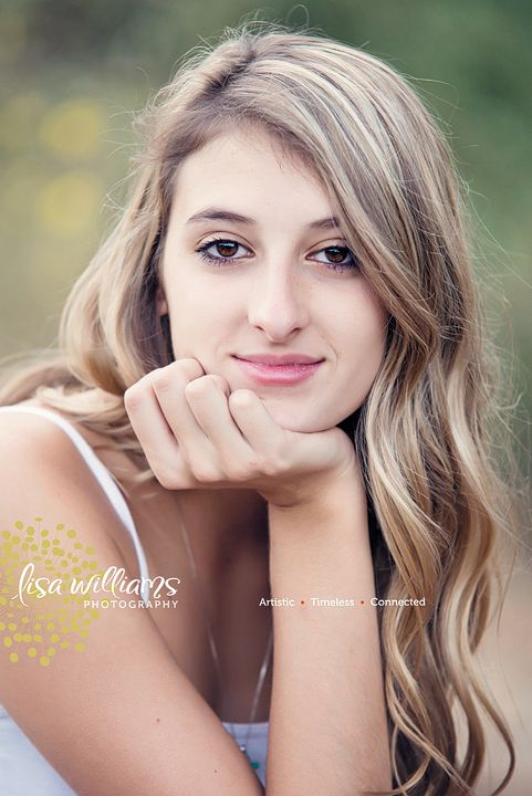female senior portraits, girls, pets, senior portrait poses,