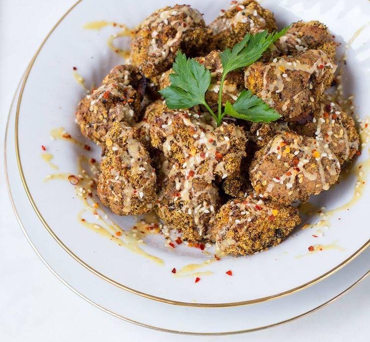 Mmh! Einfach, lecker und gesund: Gebackener Blumenkohl schmeckt richtig gut und bedarf nur einfachen Zutaten. Gleich nachbacken und genießen!