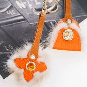 ヴィヴィッドなオレンジがアクセントに♪ 天然ミンクファー付きバッグチャーム  SFSELFAA0000683