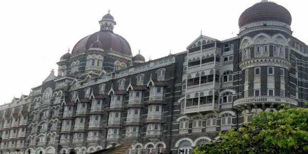 High Alert! Bomb threat to Mumbai airport and Taj hotel