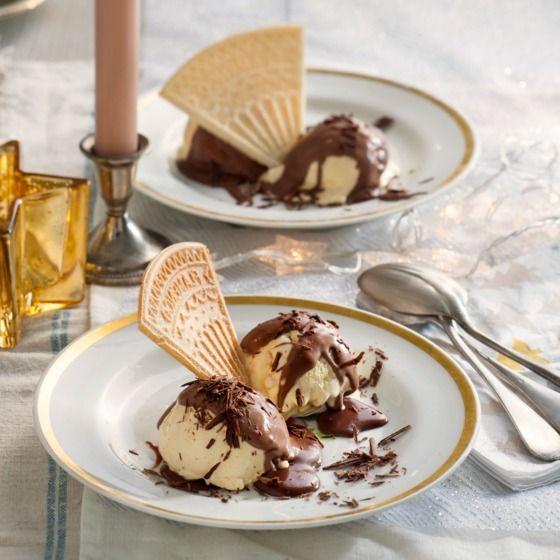Deze klassieker met warme chocoladesaus doet het altijd goed als dessert. #kerst #nagerecht #JumboSupermarkten