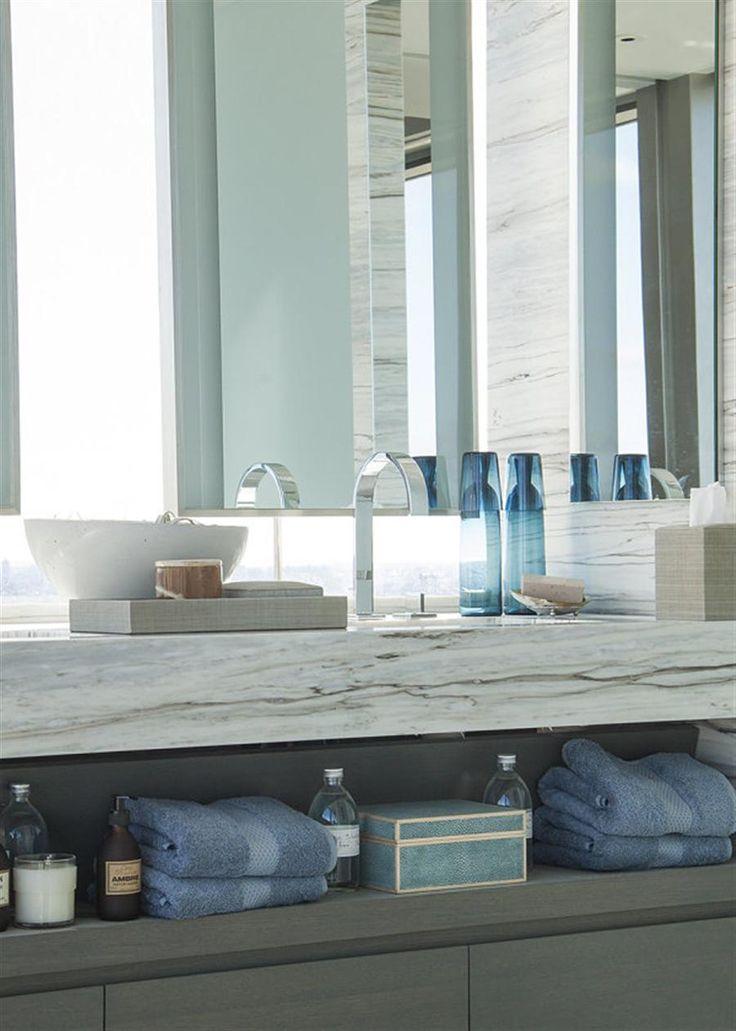 Дизайнерские стеллажи и полки для ванной комнаты