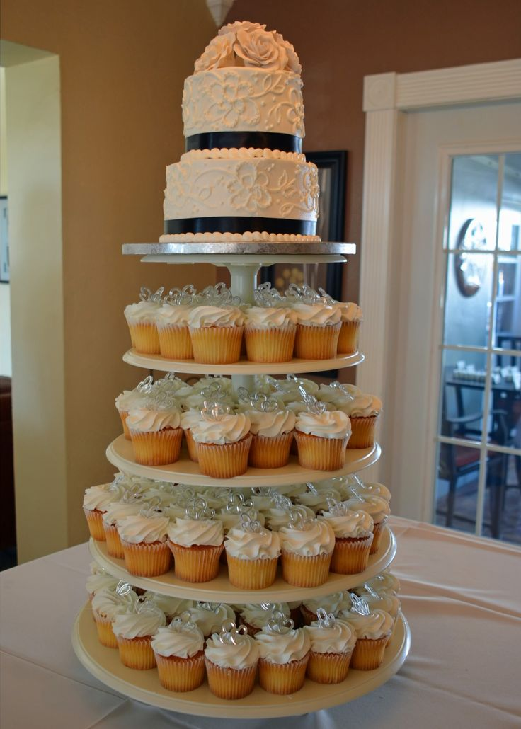 This Publix cake and buttercream cupcakes with raspberry filling were a huge hit at our wedding and made it easy for our guests to dig in, while still giving the bride and groom a  cake for themselves:-)  #navywedding #navycake #weddingcake #weddingcupcakes